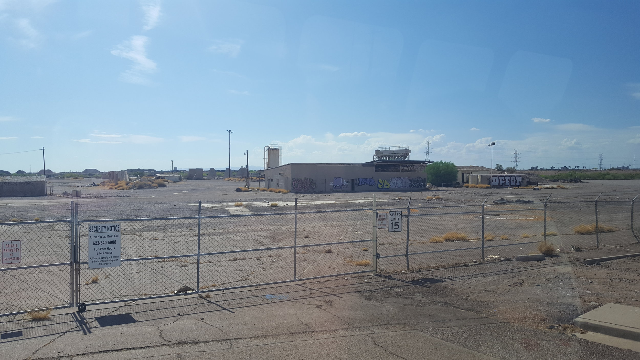 Contaminated brownfields like this one in a low-income, minority neighborhood in South Phoenix would benefit from federal EJ and brownfields programs, which are proposed for elimination in the Trump budget (Photo: M. Zimmerman)