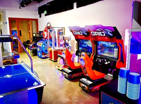 Beat the heat! Stop in this week and cool off with some arcade games and even win a few prizes. - Don't forget! Our summer hours have gone into effect, meaning we are open earlier on weekdays at 12:00 pm. Woohoo! - #losaltos #area151arcade #arcadevibes #arcadegames #familyfun #area151