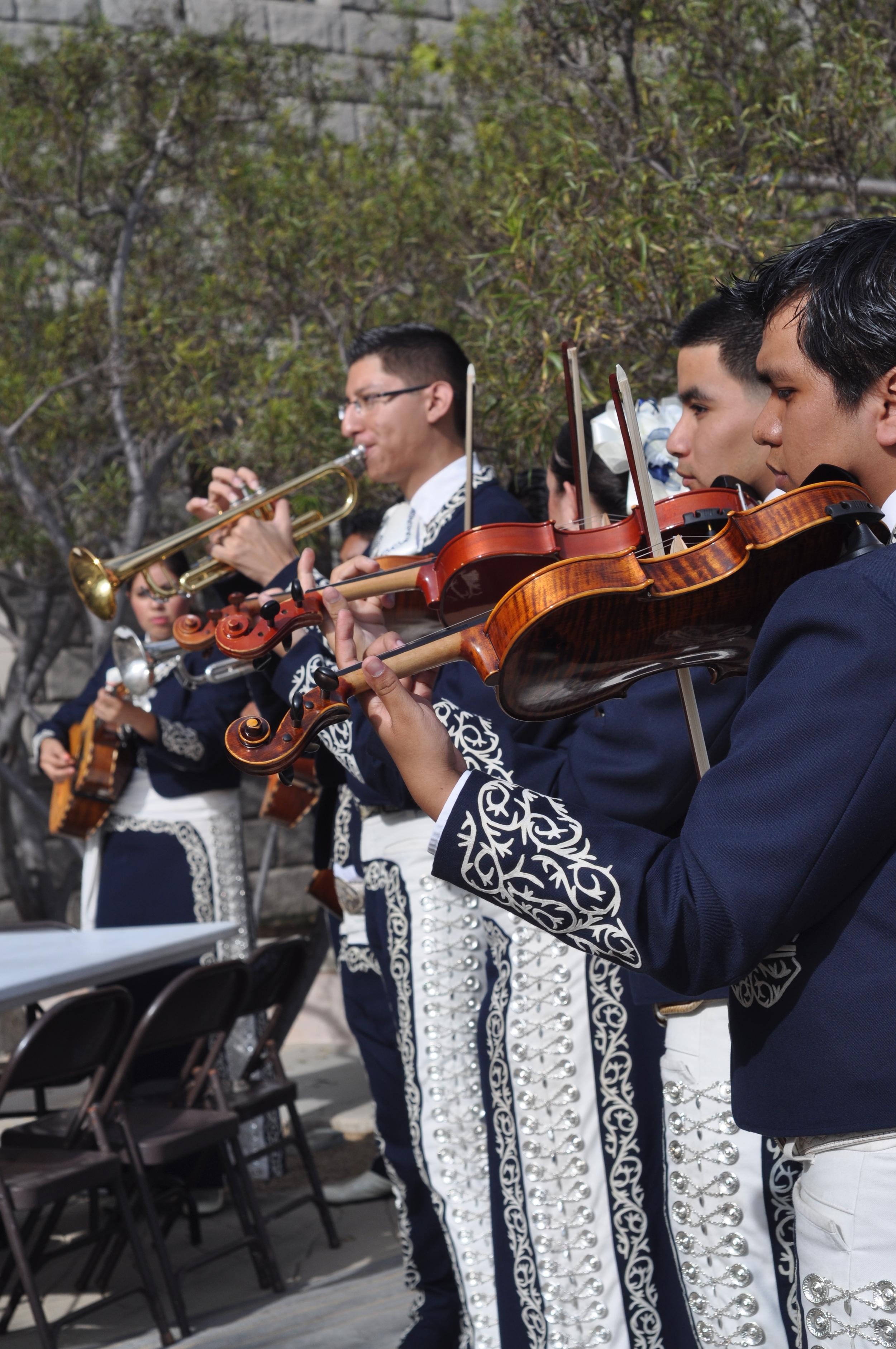 mariachis.jpg