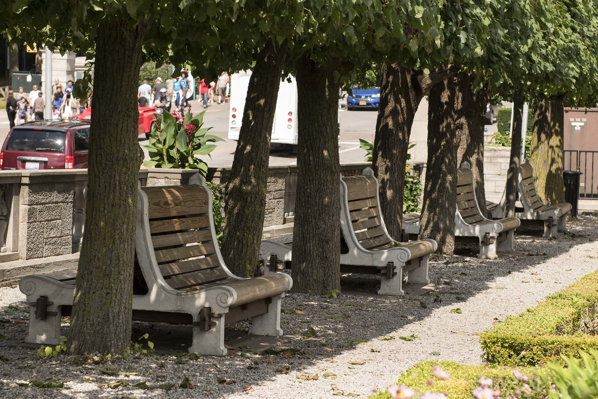 North on Sixty delivers historically accurate benches to Niagara Parks