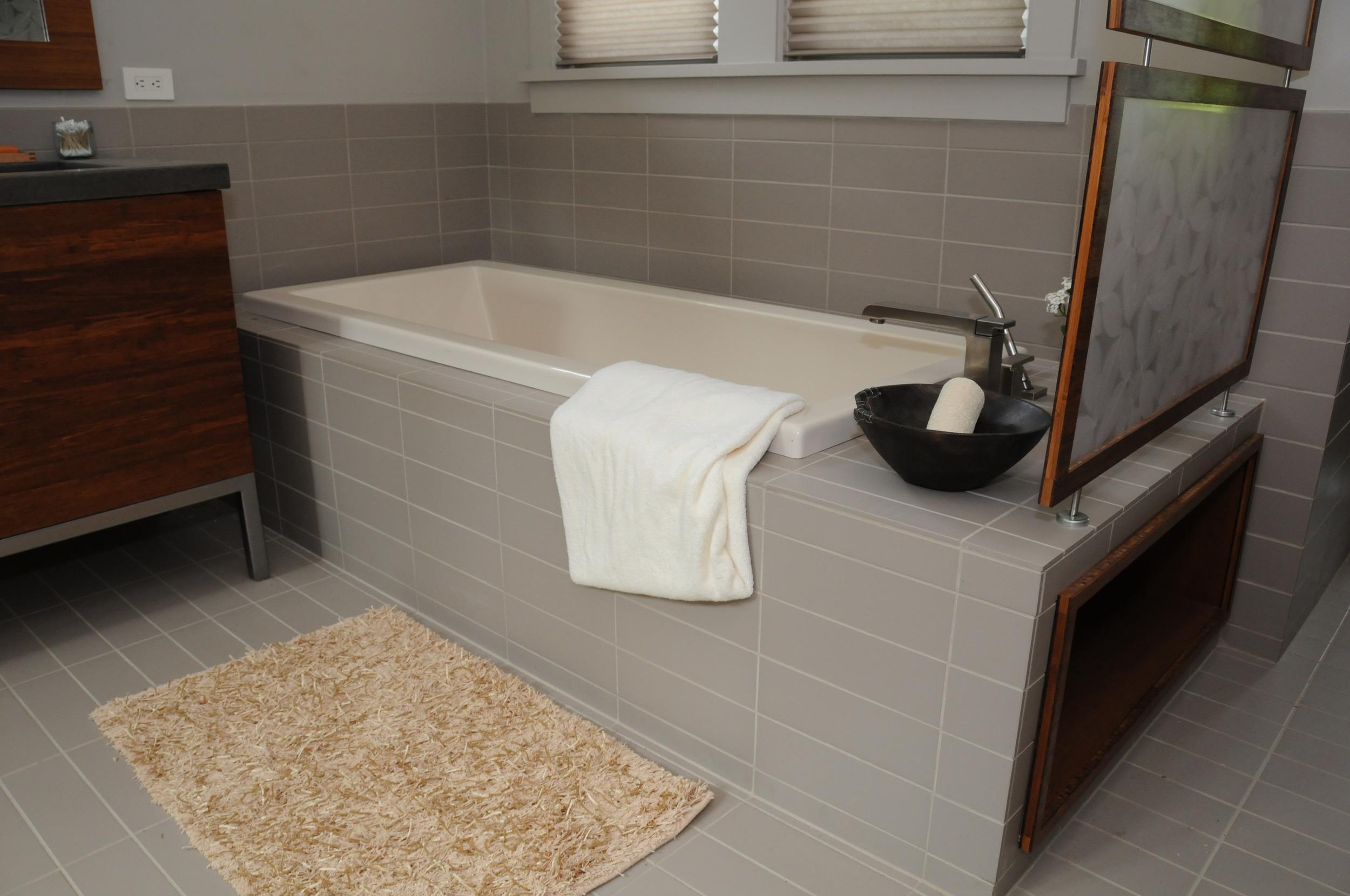 """Southern LIving Idea House 2008 Davidson Gap"" Master Bath"
