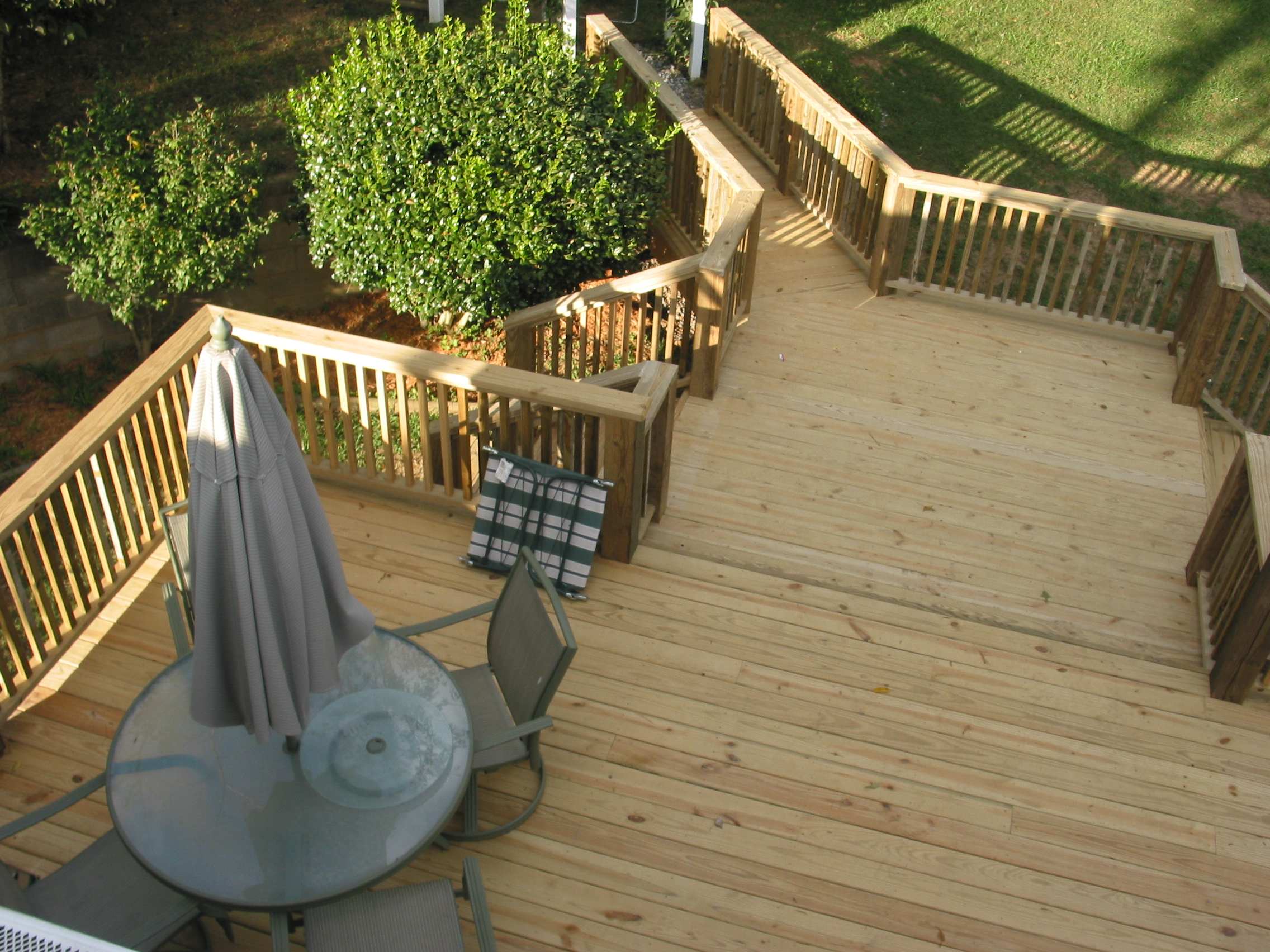 Ranson Residence, Multi-level deck with catwalk that extends to garden area.