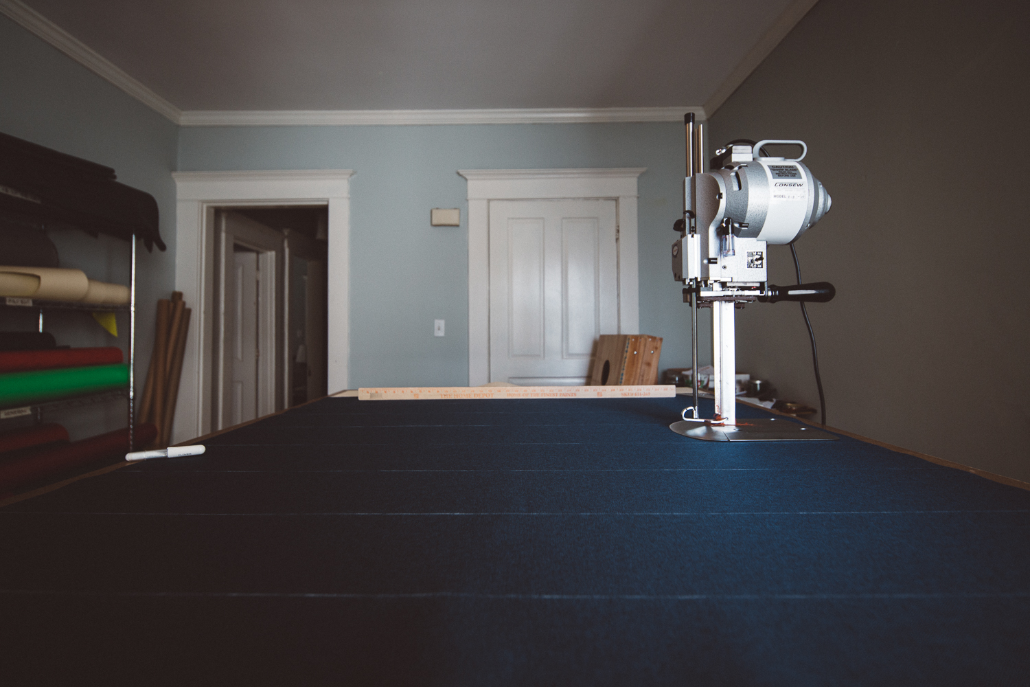 Preparation and cutting table.