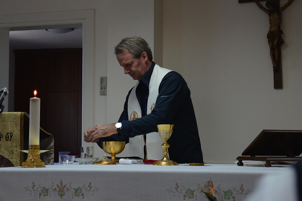Rev. Leigh Spruill preparing Eucharist