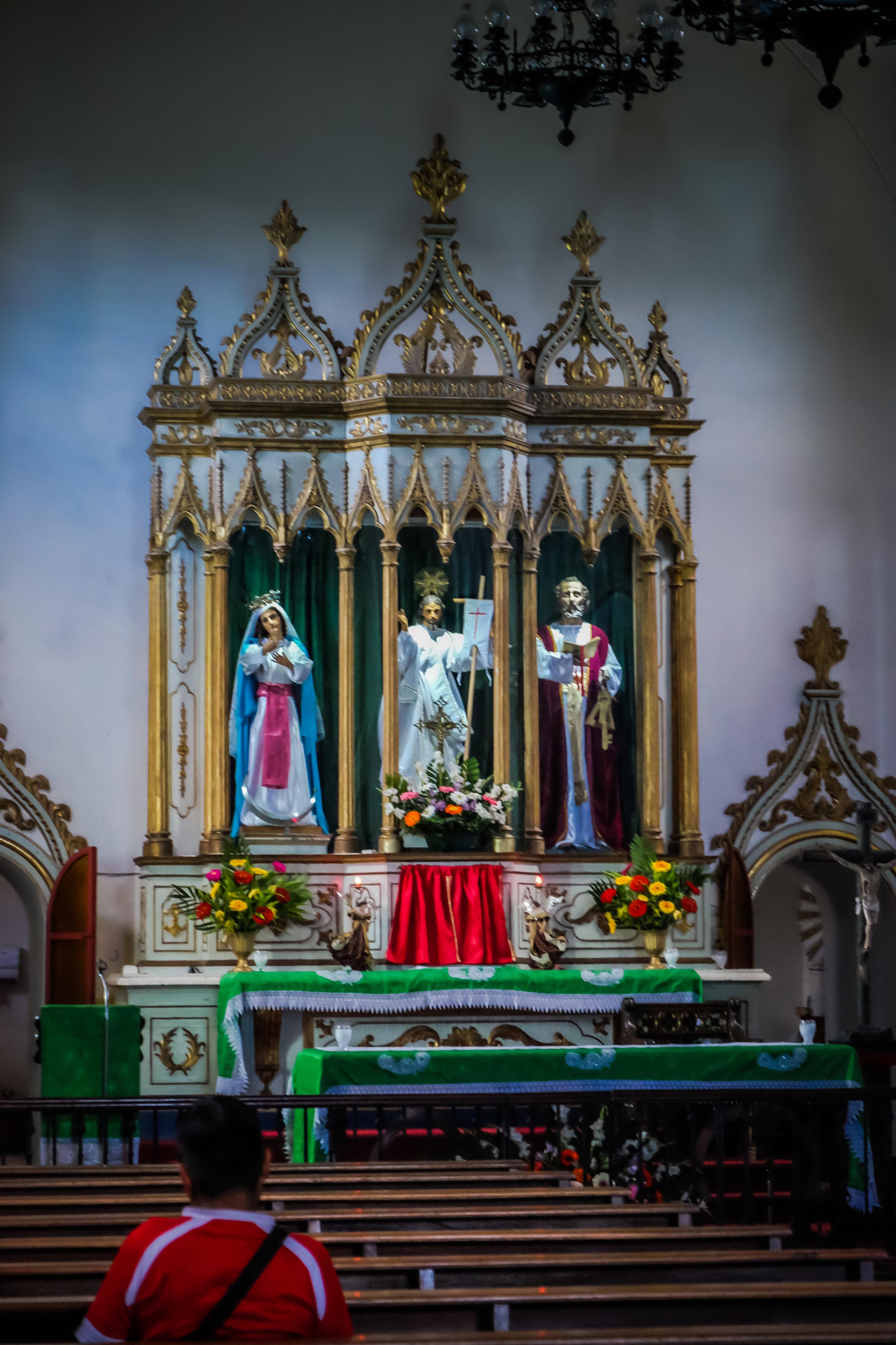 Altar, Iglesia de San Pedro, Antigua, Guatemala