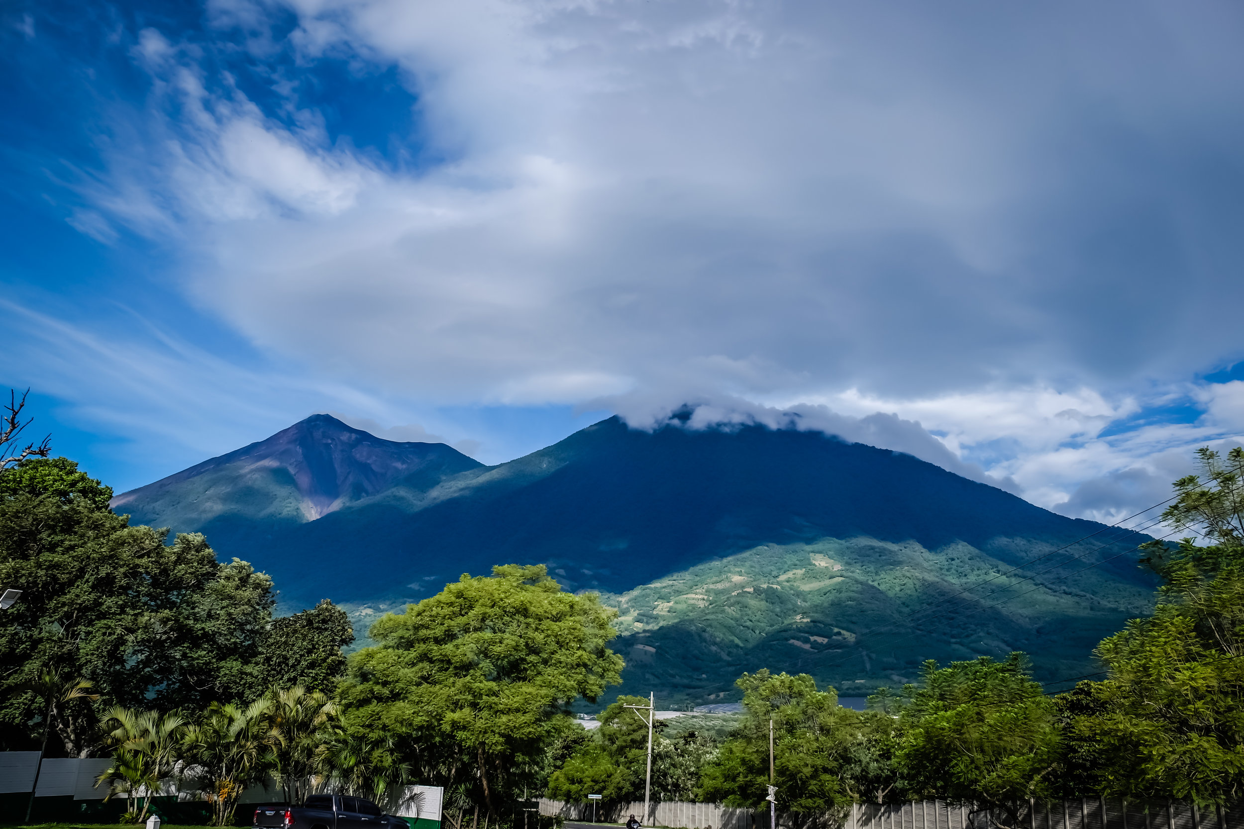 Vulcanes de Fuego y de Acatenango desde Pacaya, Guatemala