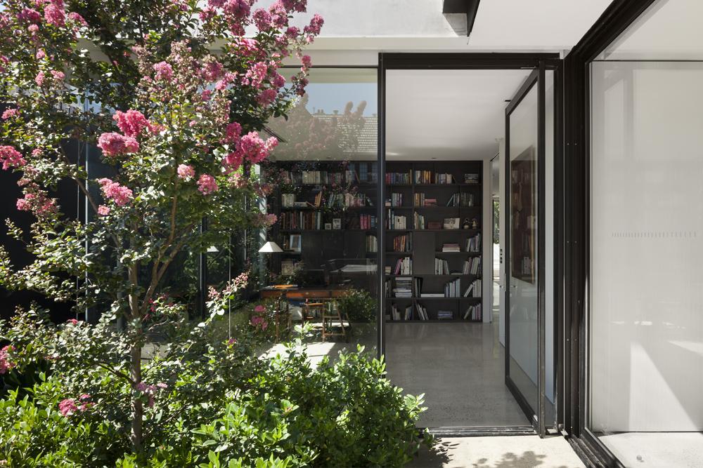 Toorak House. Library / Garden