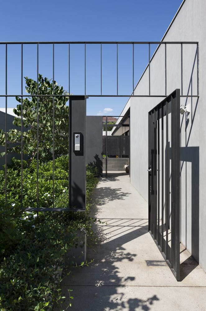Toorak House. Entry