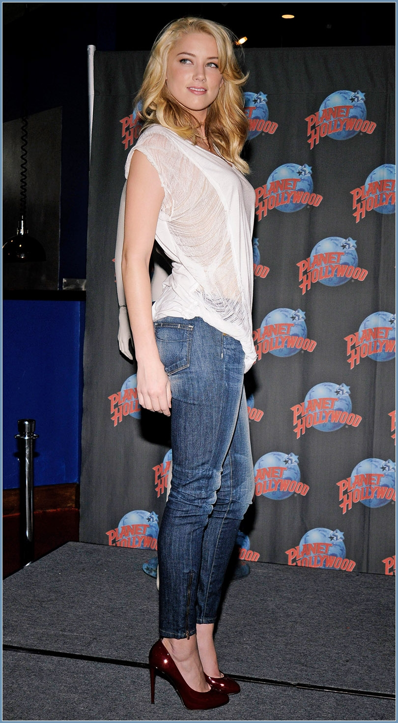 I think my special addiction to ladies wearing sexy high heels with jeans is probably known by most regular readers.