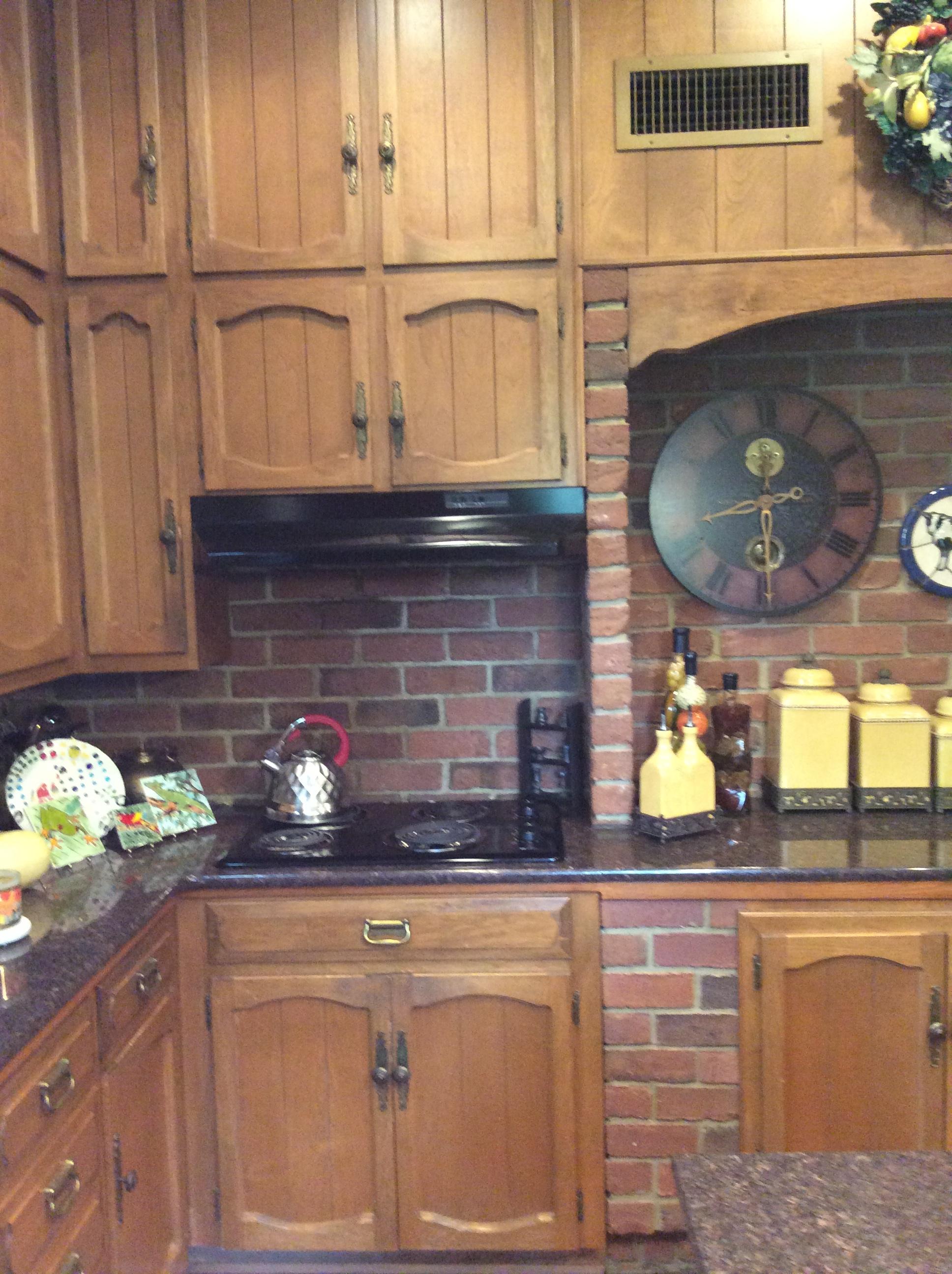 Kitchen Cabinets - Before (Original Range Placement)