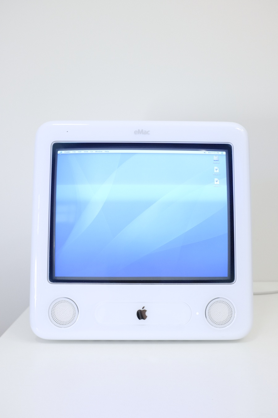Helplessly pretty. The eMac, iBook, and iMac. — Minimally Minimal