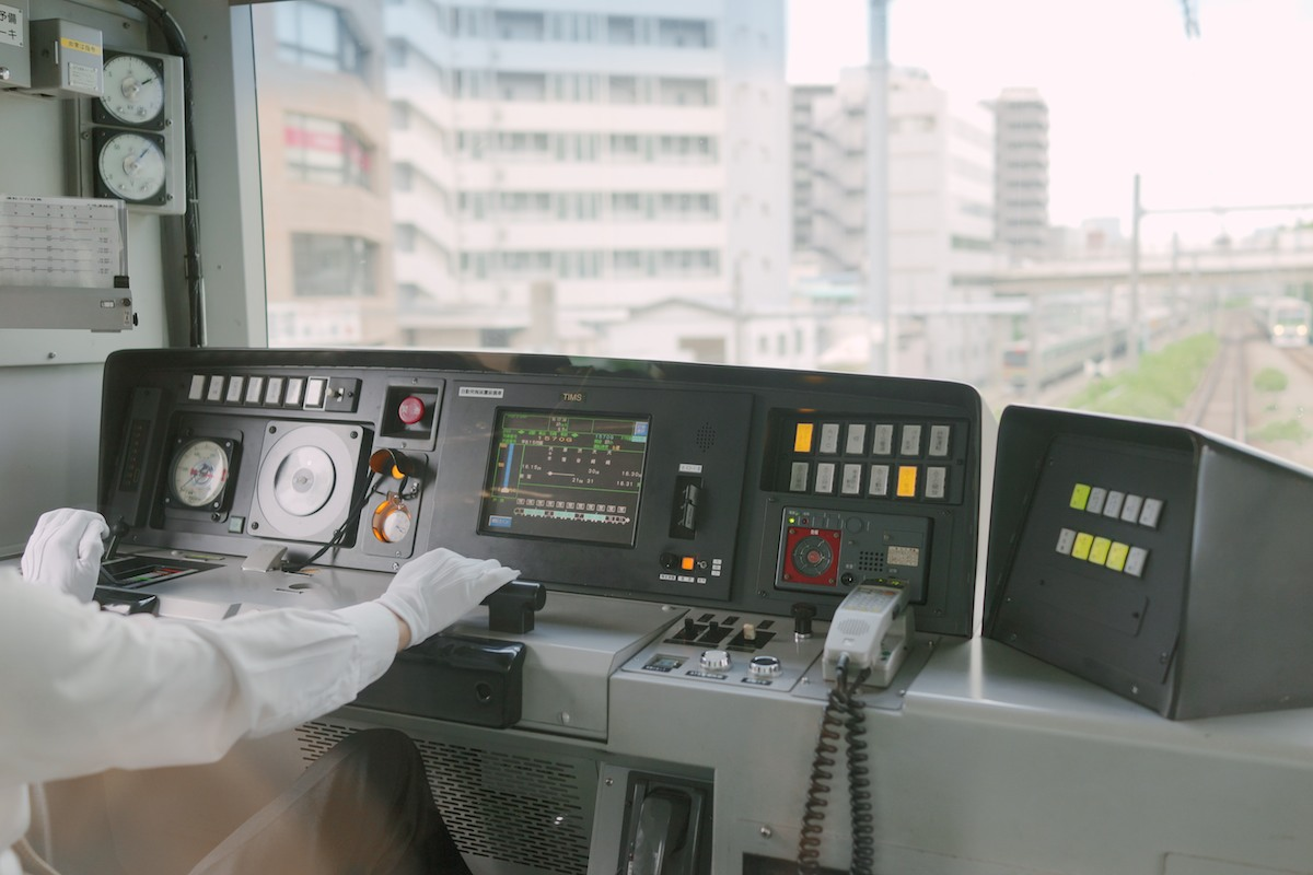 Control panel of a JR subway. Many Japanese subways have clear windows into the cockpit.