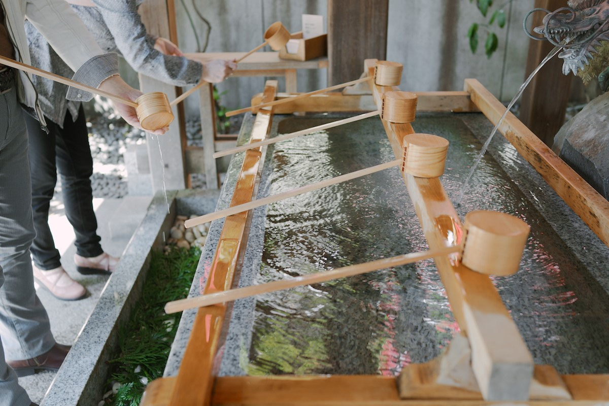 Visitors purifying their hands and mouth at Daijingu shrine.