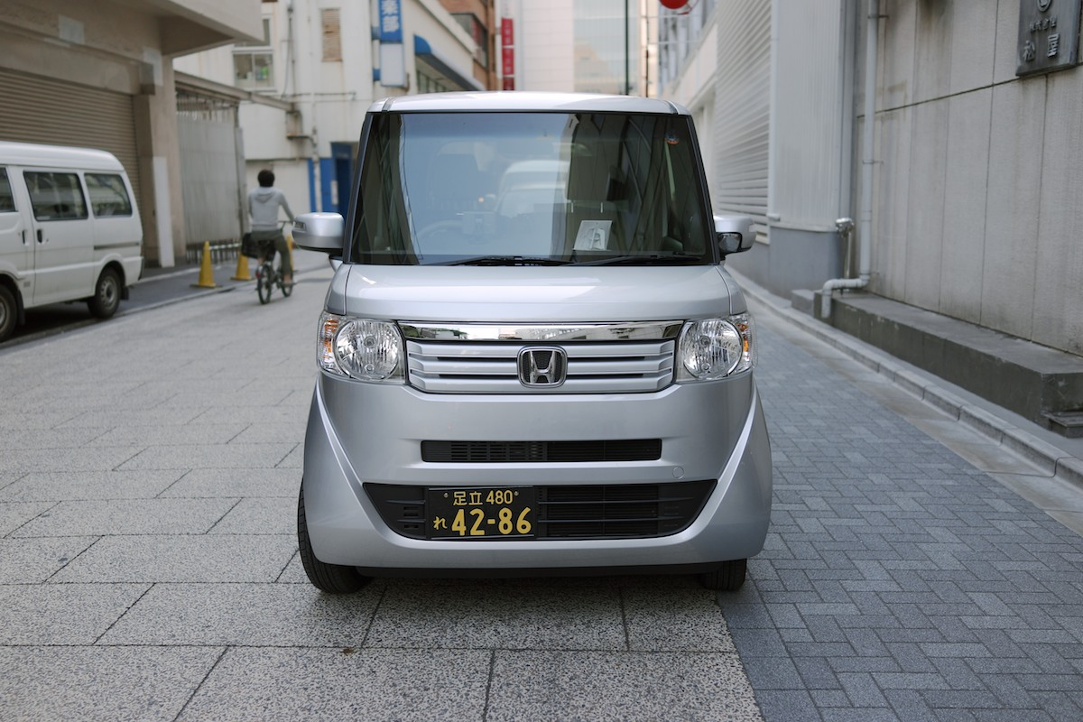 Kei vehicles for commercial use receive inverted colors.Honda N BOX shown.