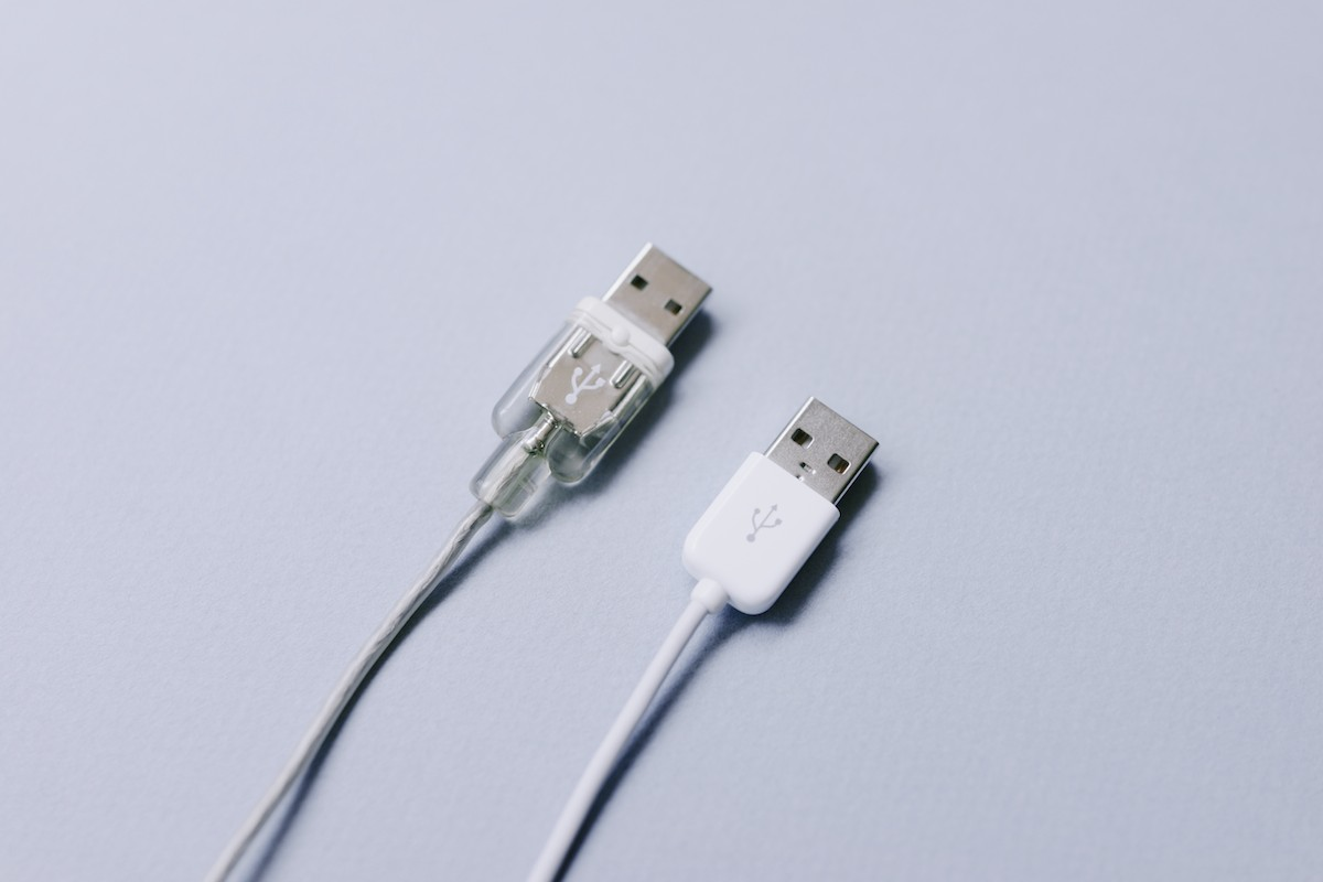 Left: Apple Pro Mouse USB plug  |  Right: Apple Mouse USB plug