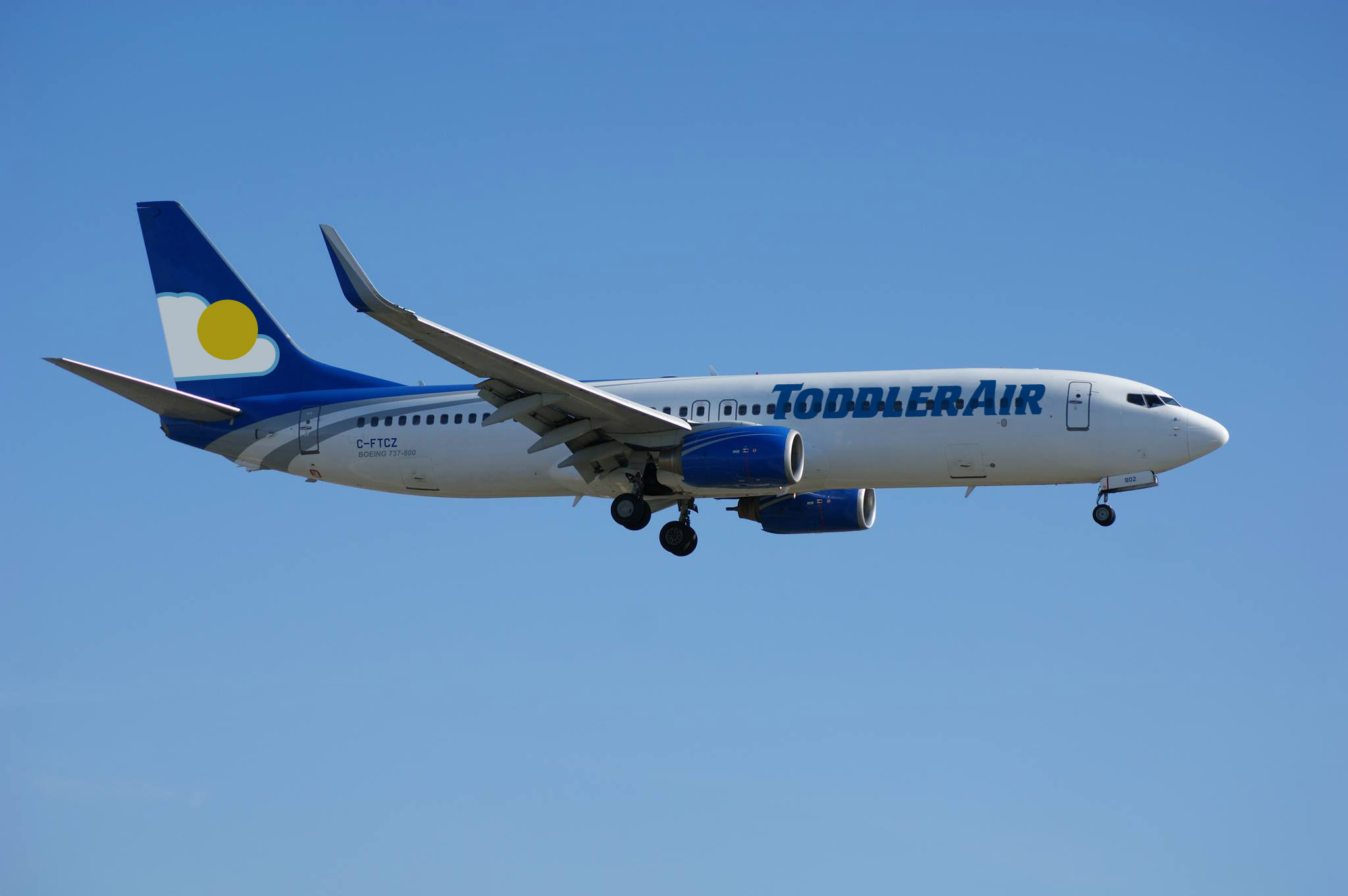 Aviation photographer and planespotter, Dan Miclea captures ToddlerAir Flight 267 on final approach.