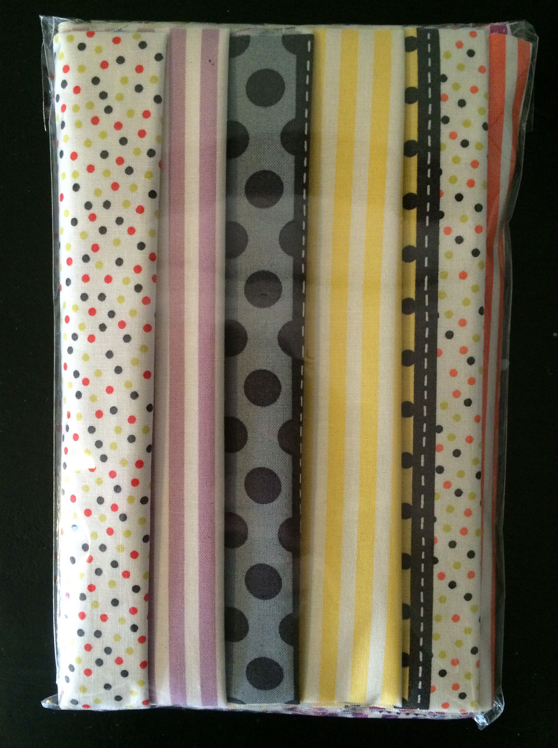 Pack of six 20cm strips of 'Gardenvale'.