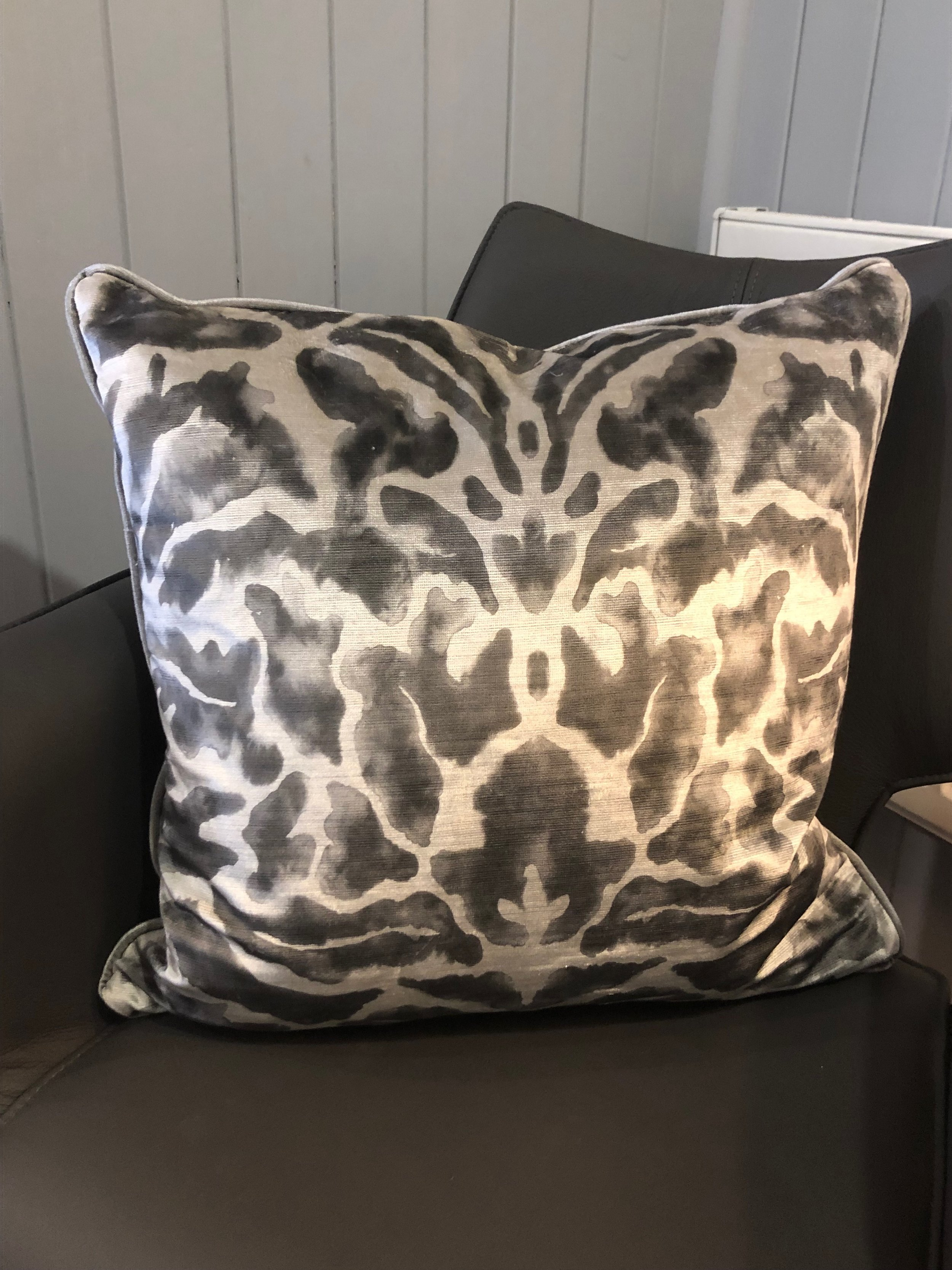 Luxurious Cushion ZLD003