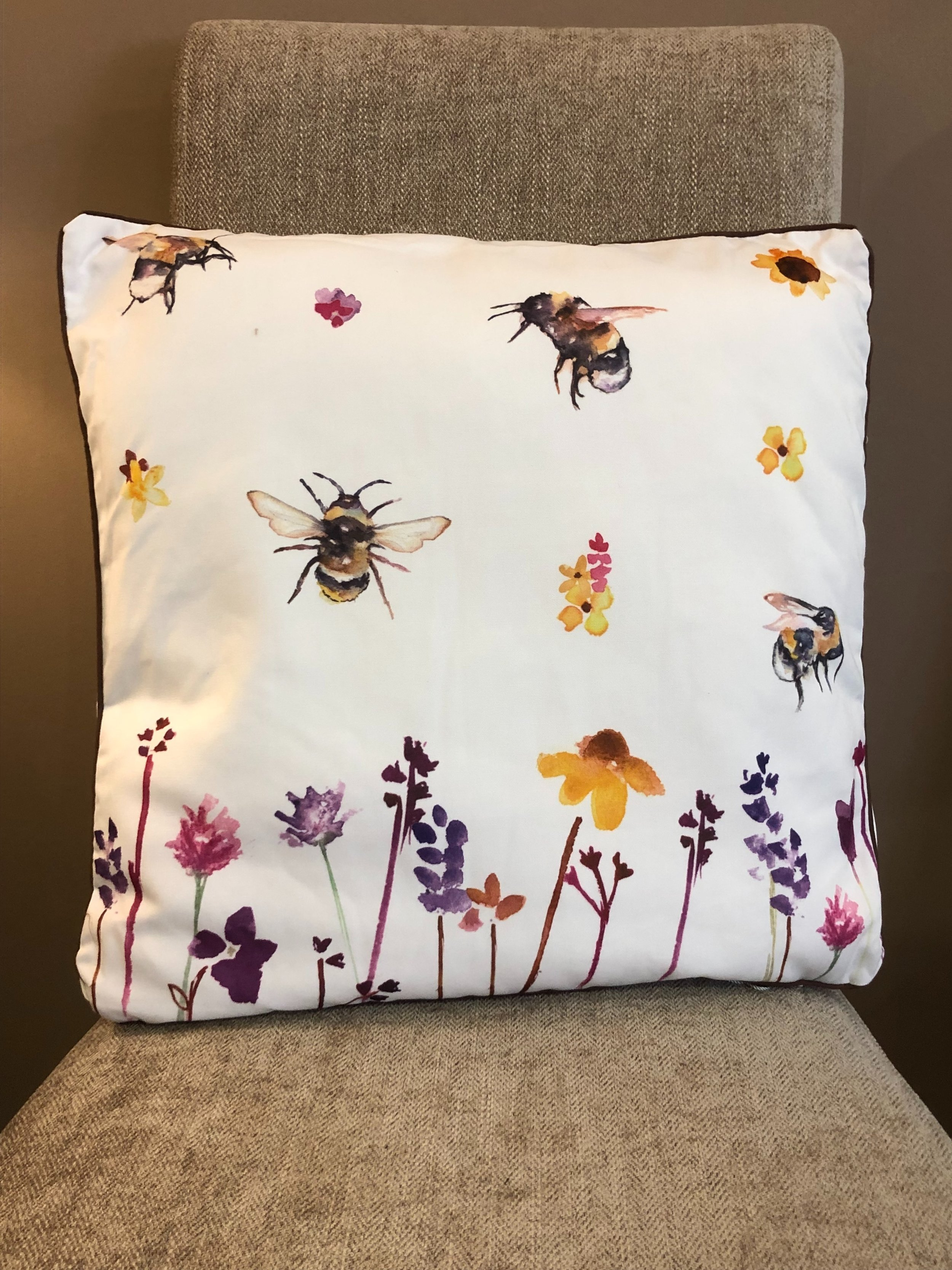 Busy Bee Cushion ZXL007