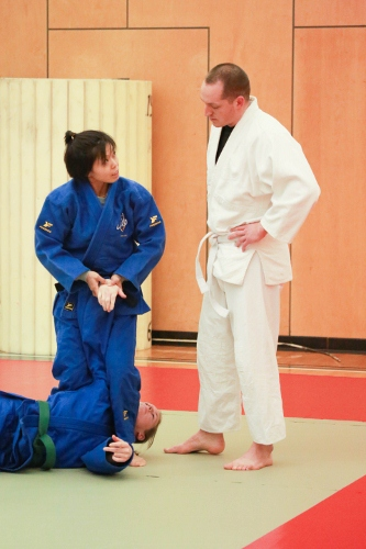 Standing Handcuffing with Wrist Lock to Control Subject