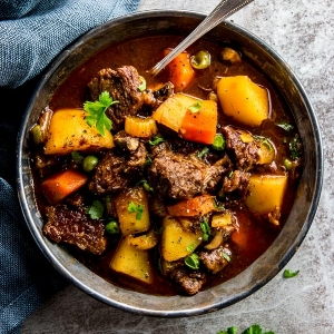 xcrock-pot-beef-stew-recipe-image-5.jpg.pagespeed.ic.bkJ_c5QnYi.jpg