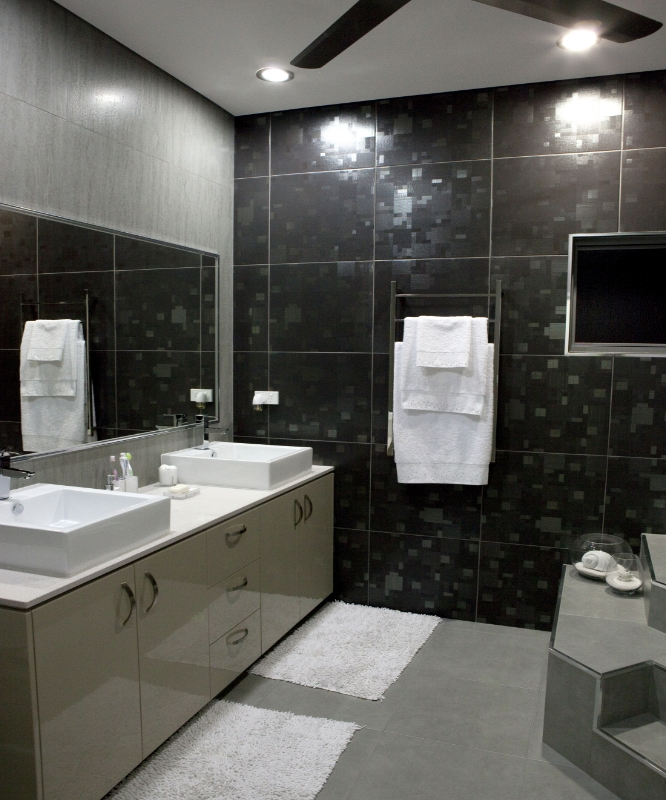 GREAT MAIN BATHROOM
