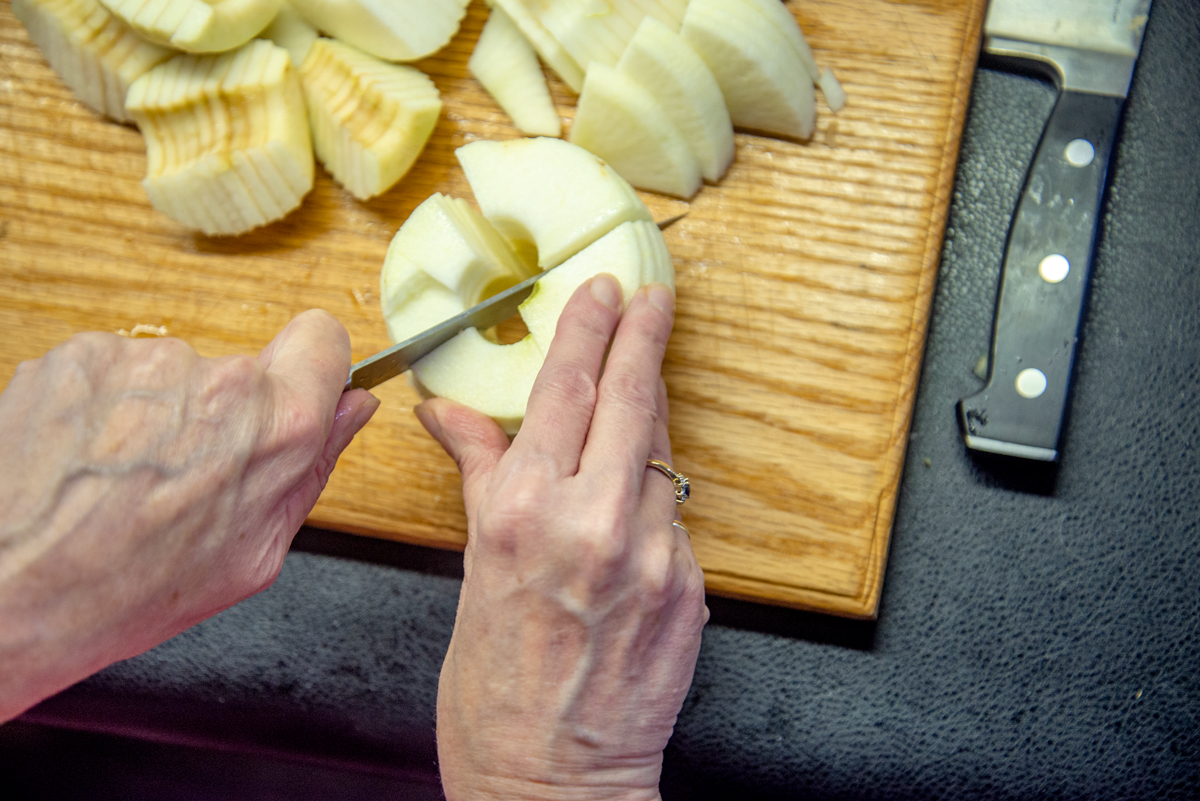 Cutting Apples into Quarters