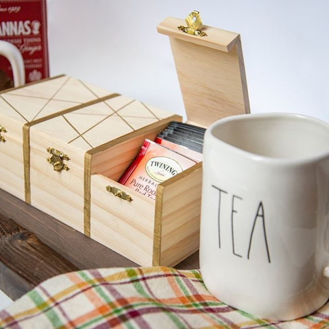 An elegant tea box worthy of any new house you may be invited to. #DIY in 15-minutes or less, I promise! Link in bio. ☕️ 🏡 🎁