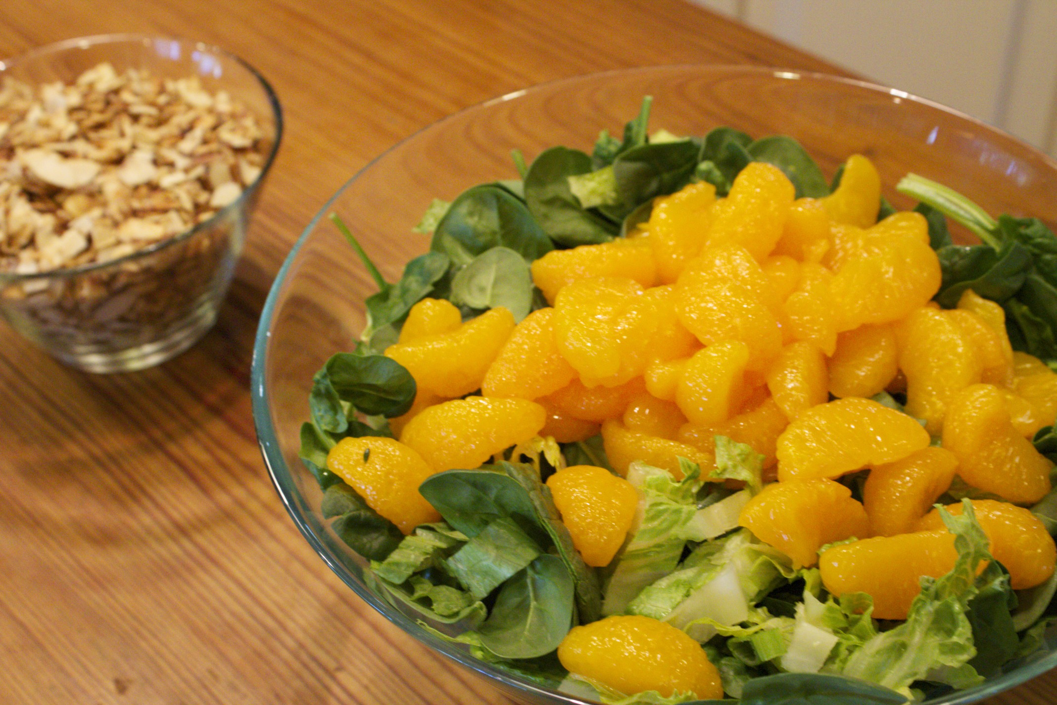 garden salad with oranges and candied almonds