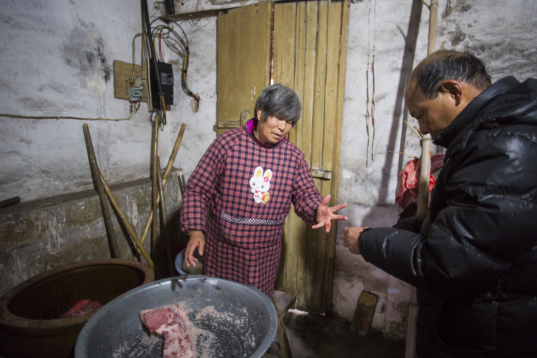 MG_1696 Su's wife hurt her finger while rubbing salt on the pork. Photo by Ann Wang