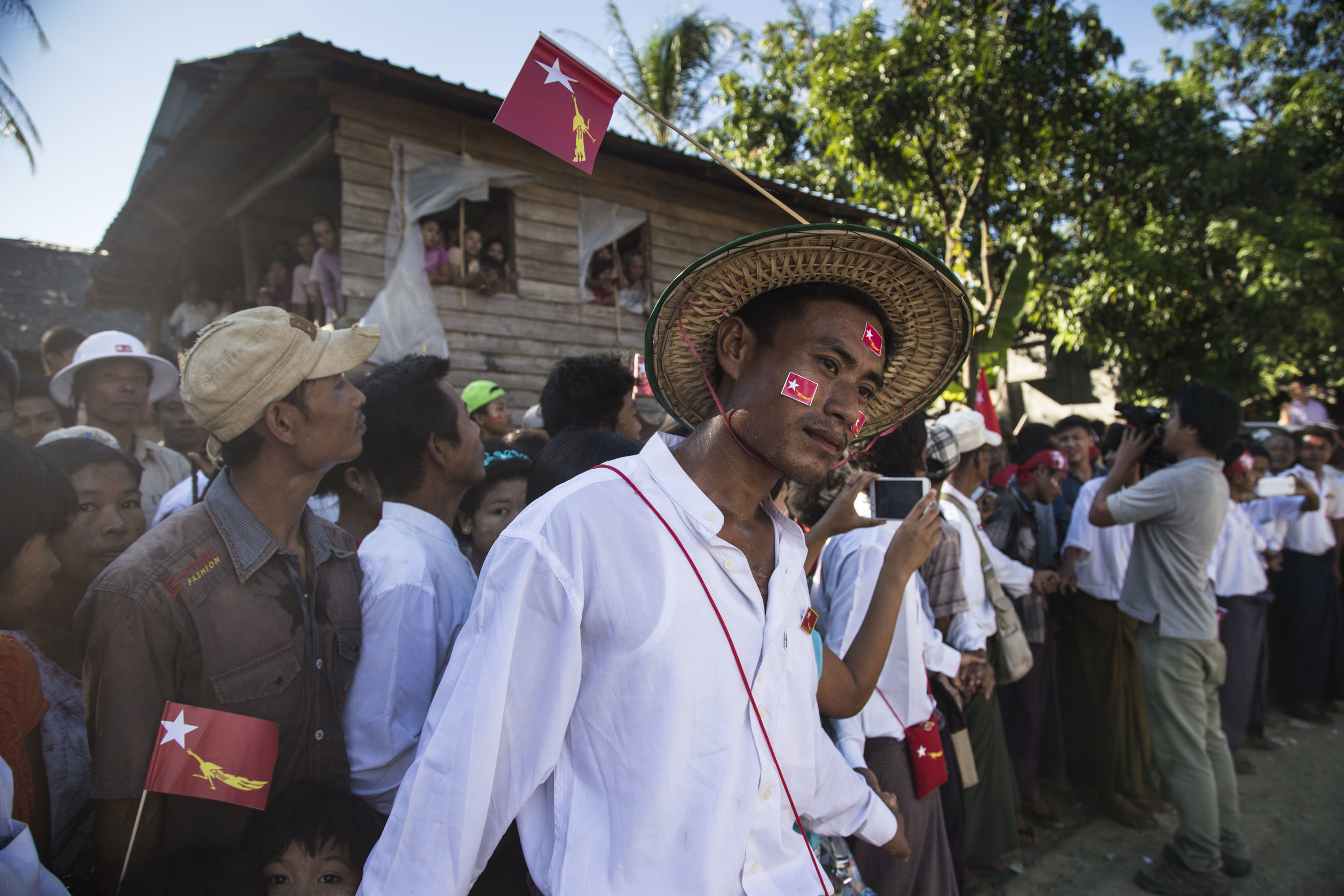 Arakan people the Ethnic Minority  from Rakhine state lines up to see Daw Aung San Suu Kyi. Photo by Ann Wang