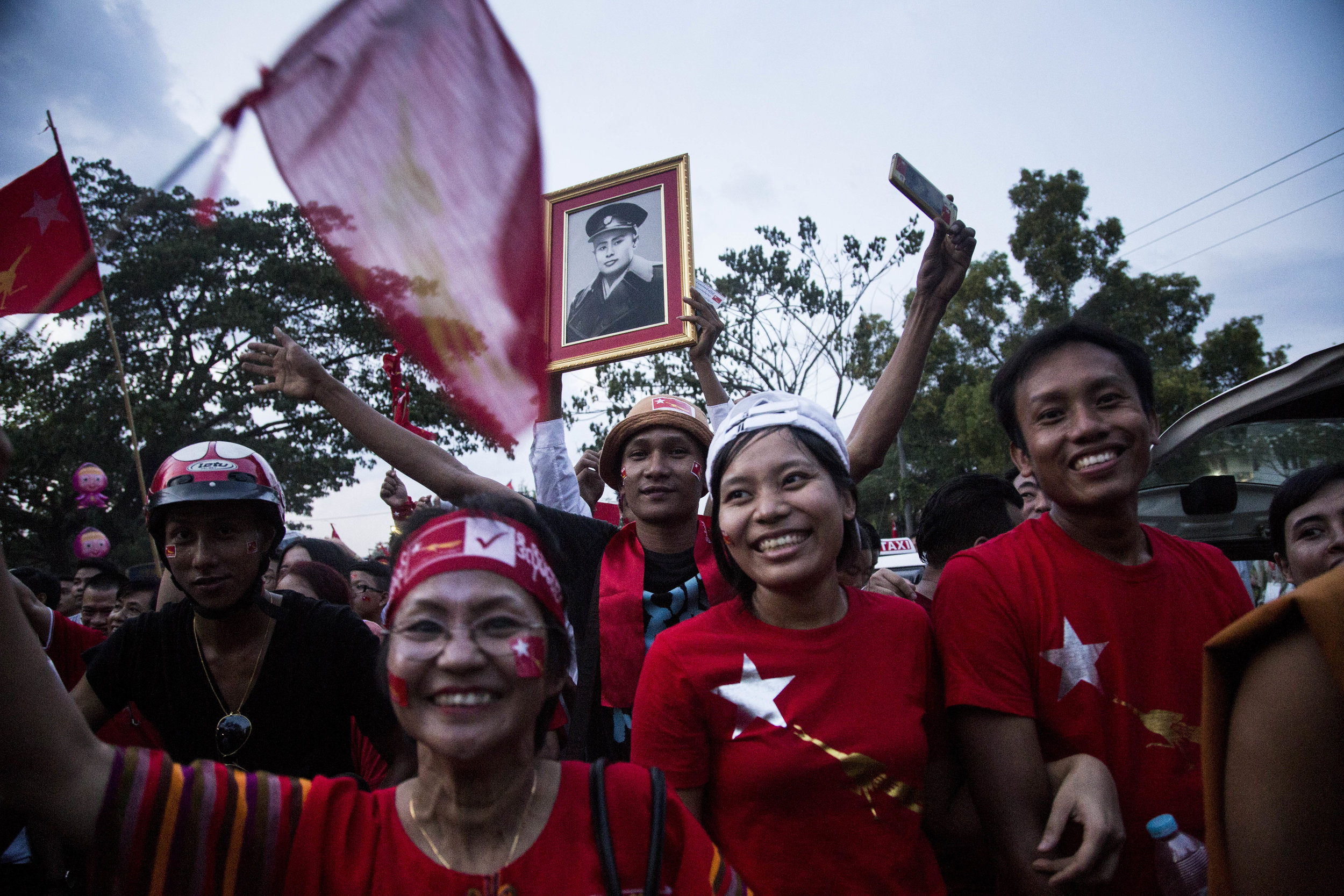 Tens of thousands of NLD supporters showed up at Daw Aung San Suu Kyi's rally at Thuwanna Pagoda on November 1, 2015. Photo by Ann Wang