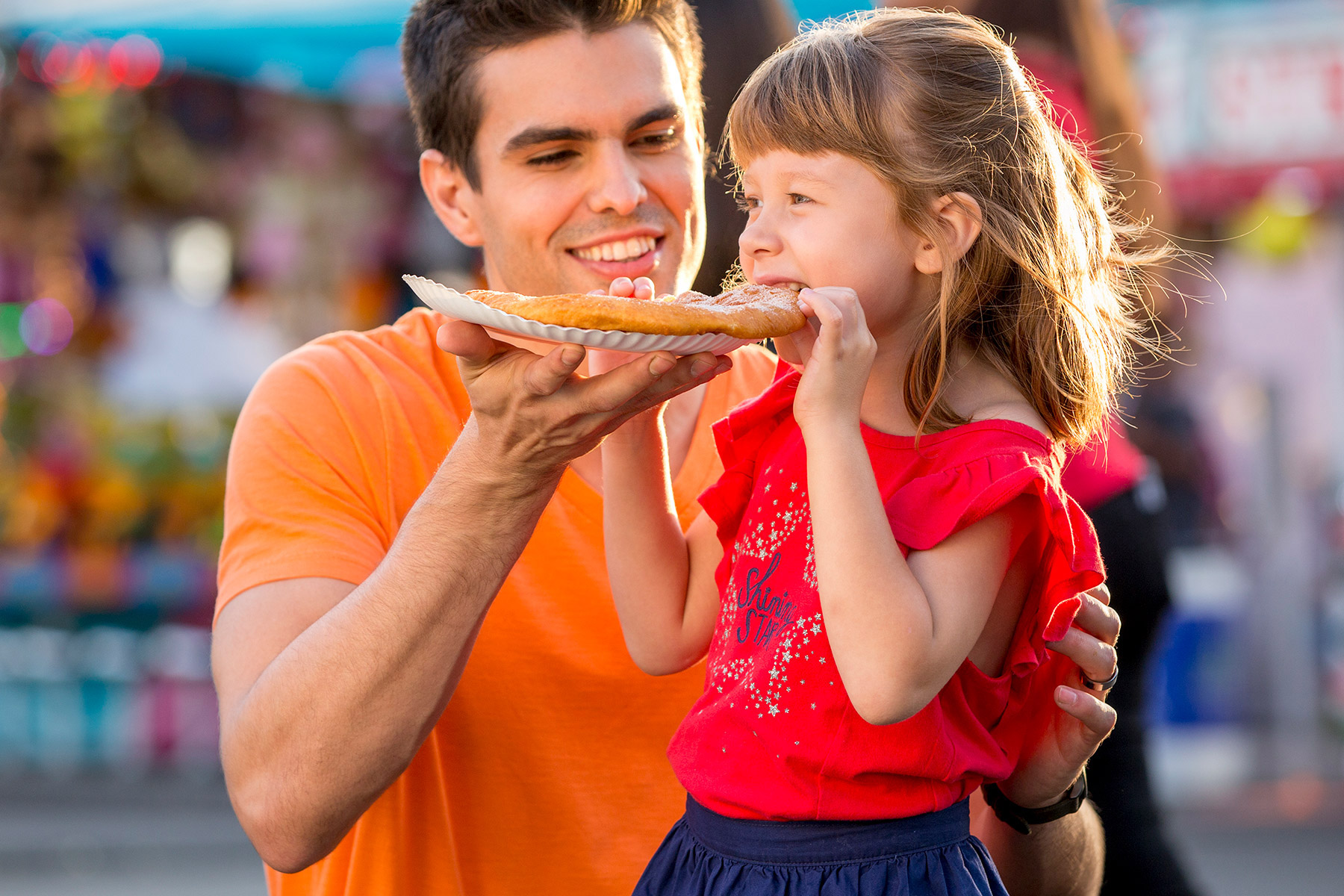 miami_lifestyle_photographer_david_gonzalez_environmental_portrait_kid_fun_fair_eating_advertising_1800.jpg
