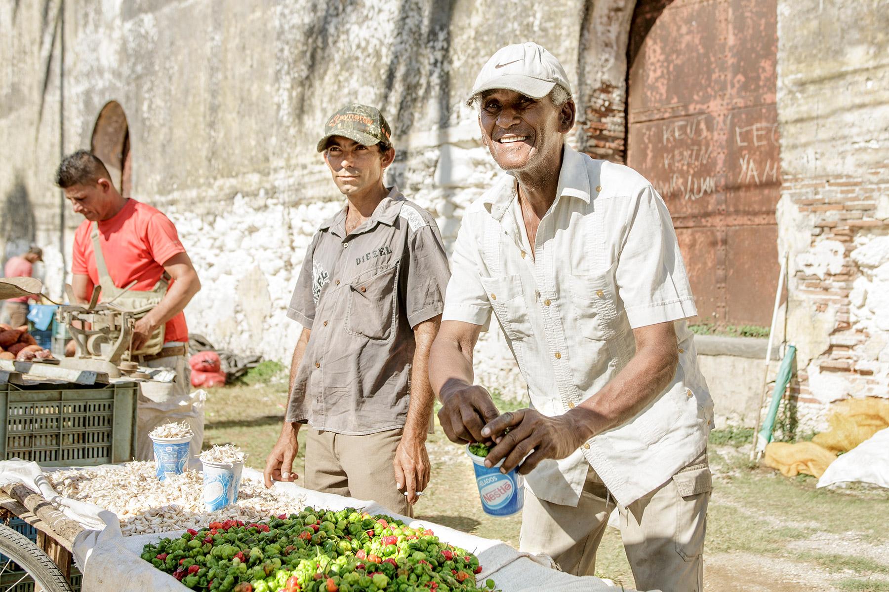 Miami_lifestyle_photography_david_gonzalez_streets_of_Cuba_happy_farmer.jpg