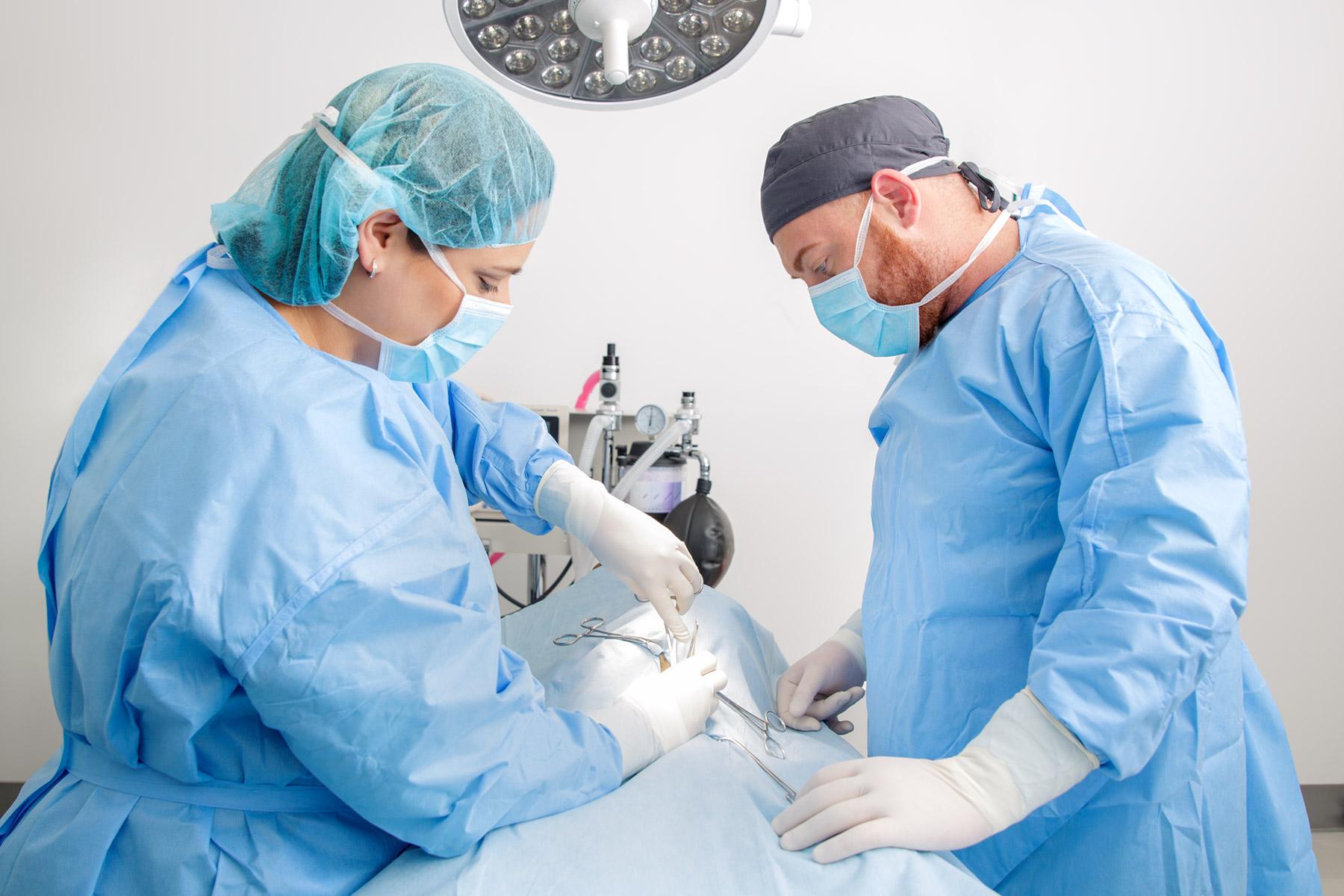 miami_lifestyle_photographer_david_gonzalez_photography_environmental_portrait_miami_photo_medical_healthcare_advertising_vet_surgery.jpg