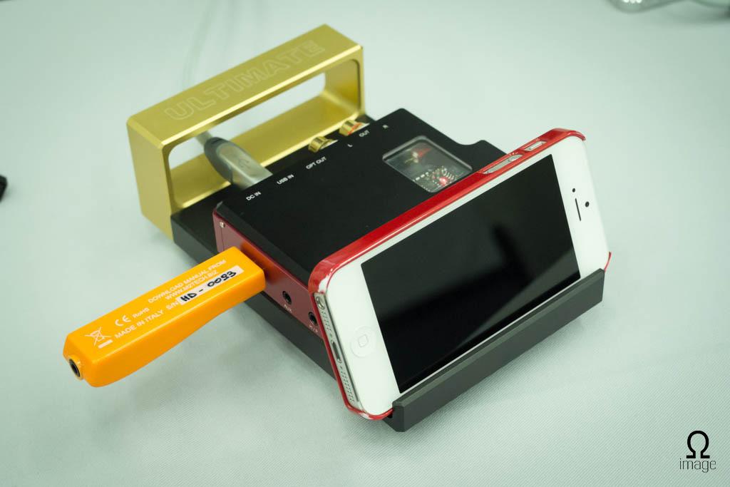 FujiyaAvic-hpfes2013-Smart-Audio-DAC-2.jpg