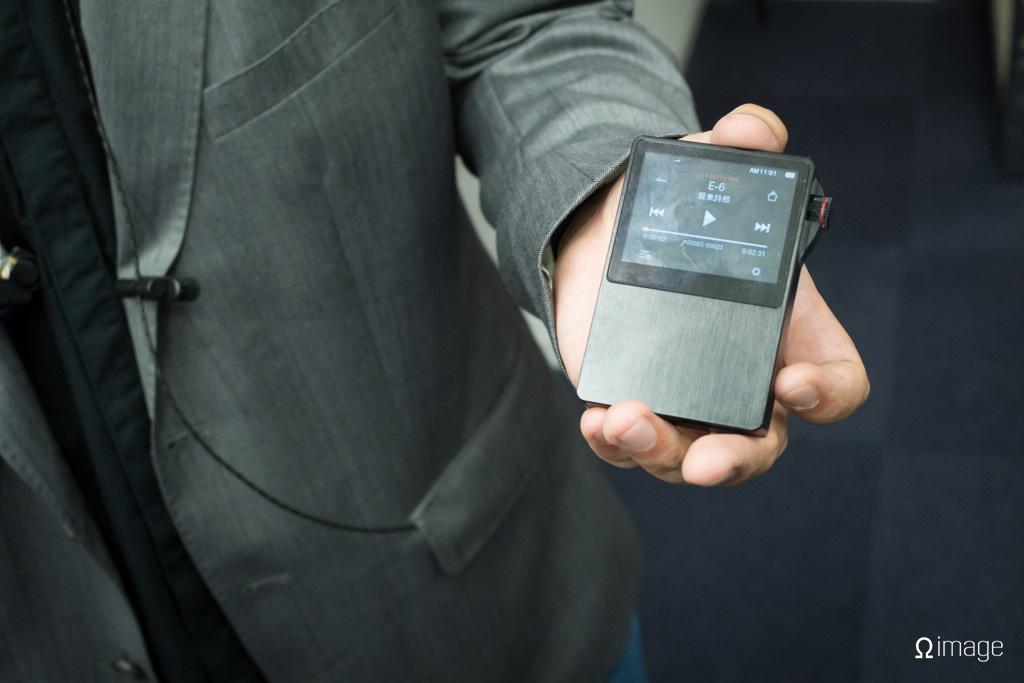 FujiyaAvic-hpfes2013-MST-Audio-AK100.jpg