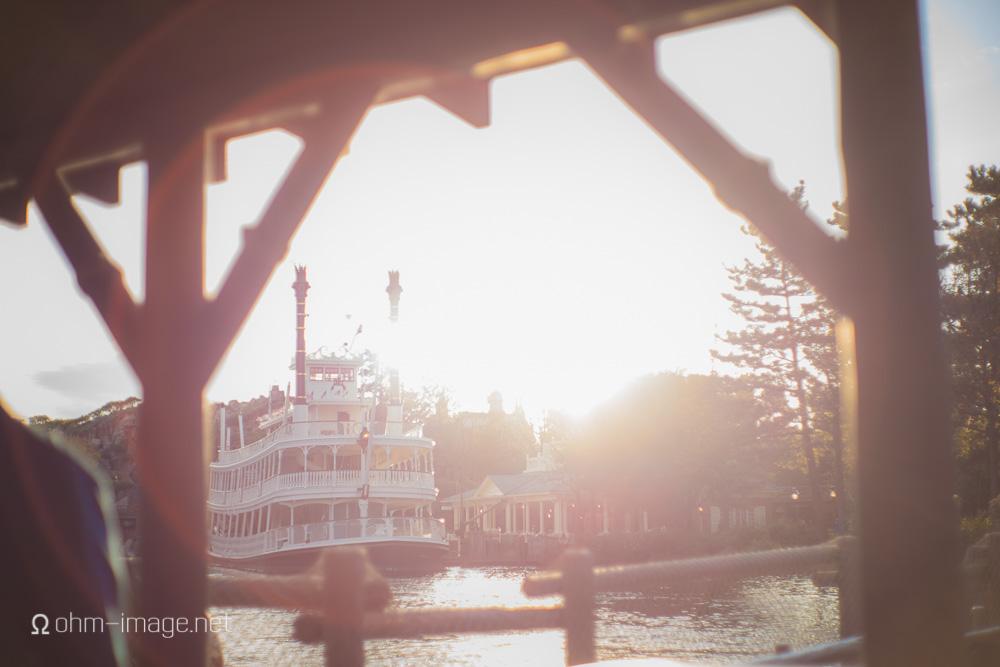 Summilux 50 pre-asph-Disneyland-riverboat-.jpg