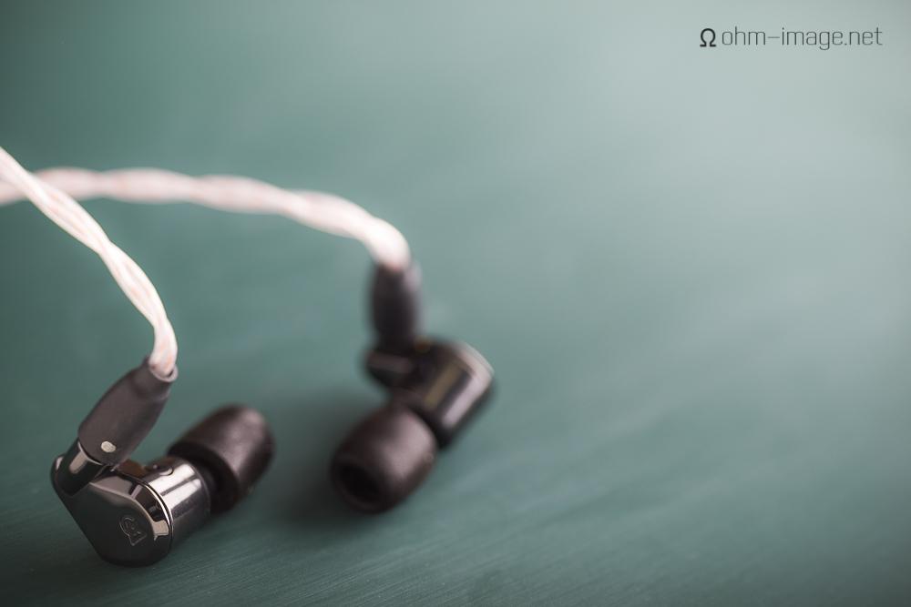 campfire audio lyra right earphone.jpg