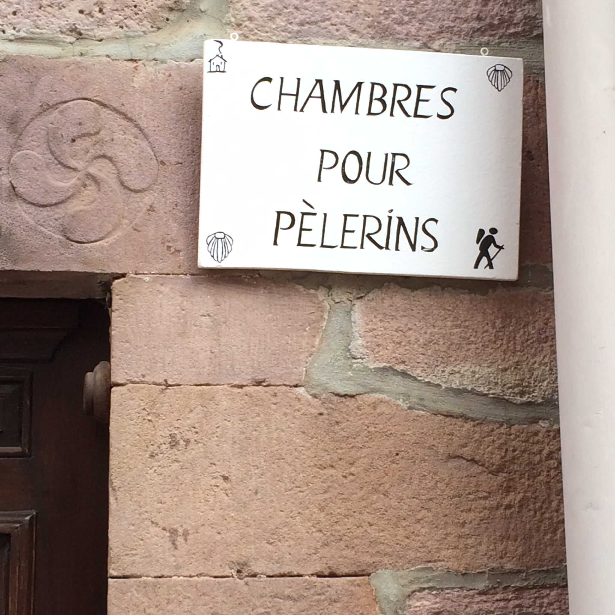This places advertises rooms to rent for pilgrims.