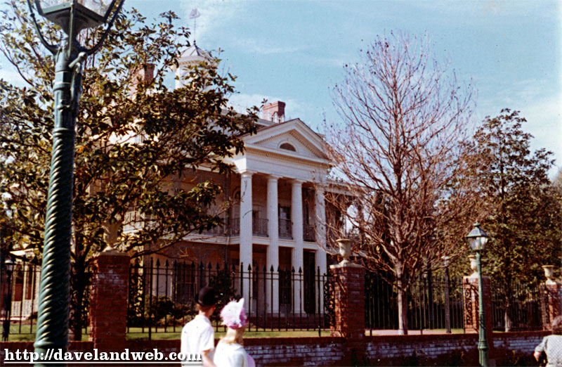 Haunted Mansion 1963. Photo: Davelandweb.com Please click to visit his site for more amazing photos