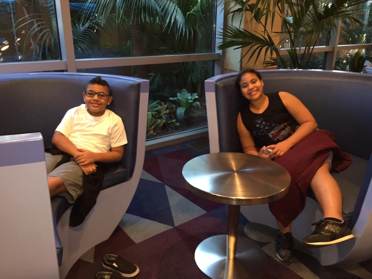 disneyland-hotel-review-lobby.jpg