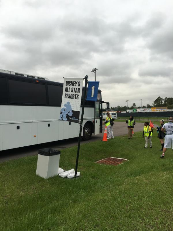 star-wars-rundisney-bus