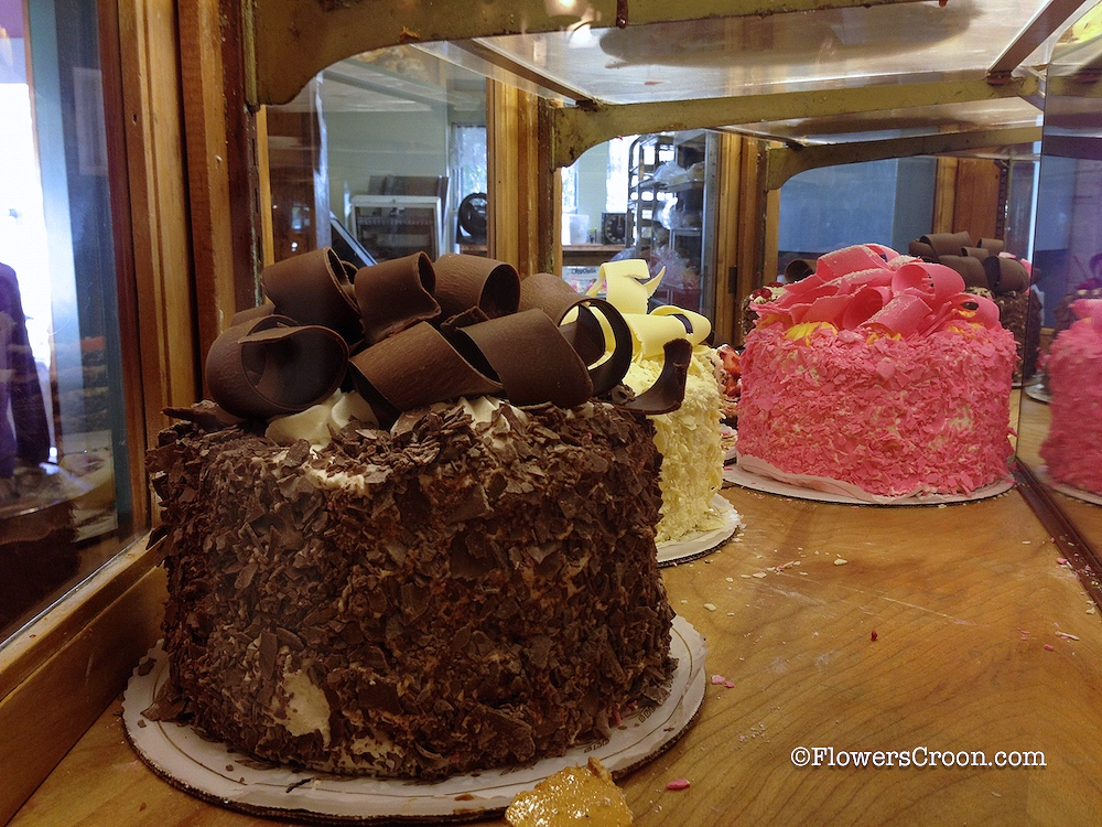 Pink-Champagne-Cake-Madonna-Inn-.jpg