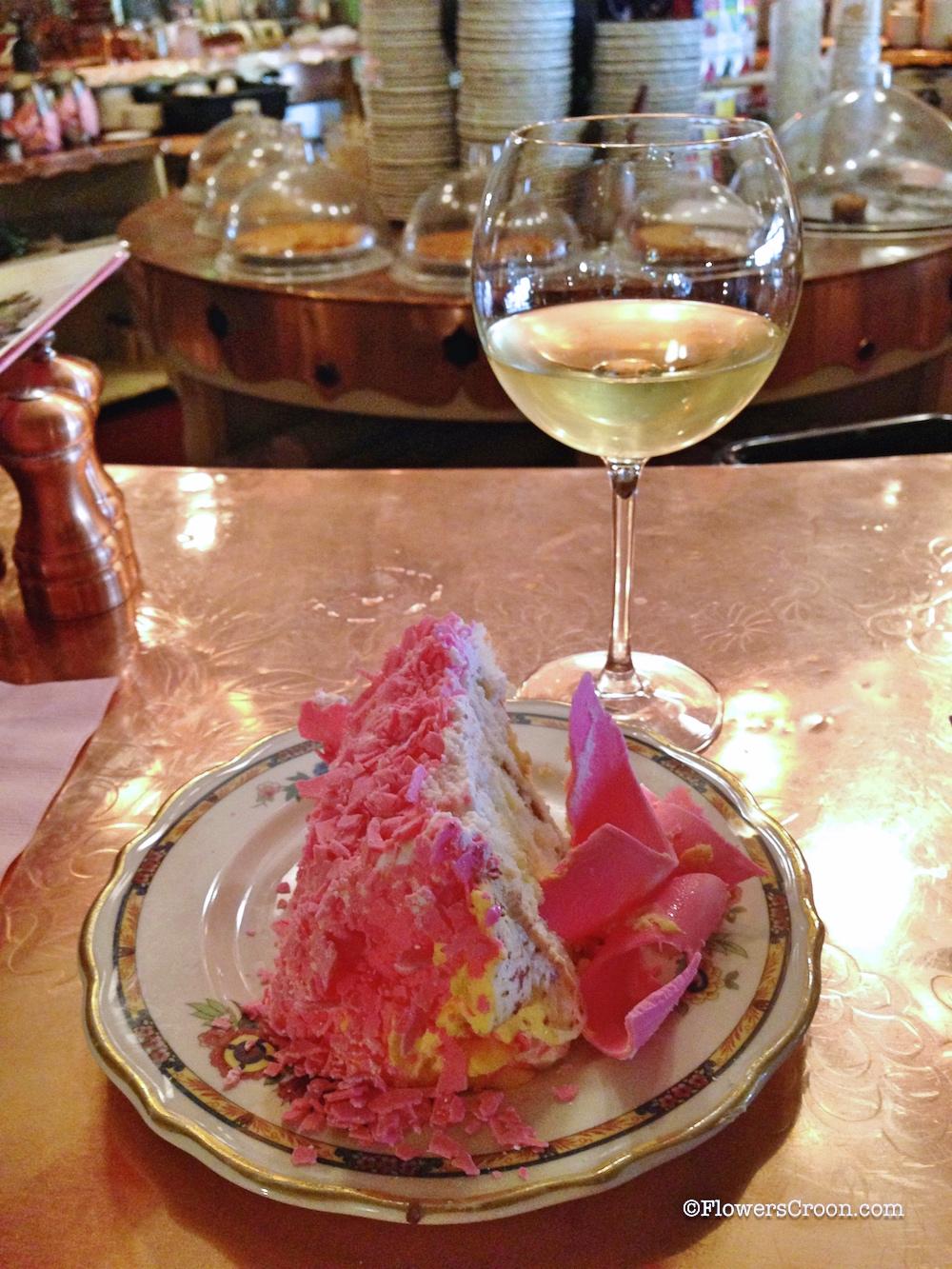 Pink-Champagne-Cake-Madonna-Inn-4