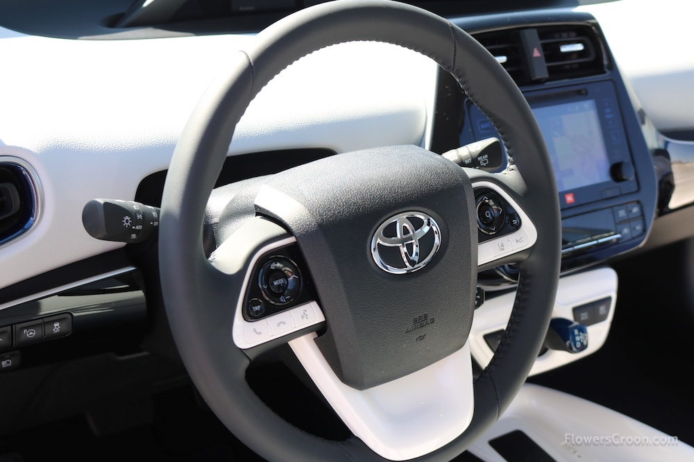 Easy access to all features on steering wheel