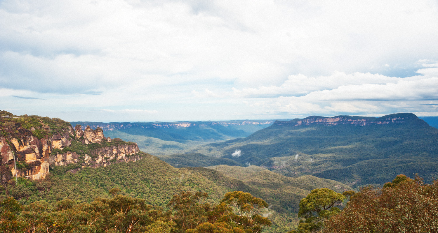 Warren-Hinder-LR-Three-Sister-and-Mount-Solitary-Katoomba_.jpg