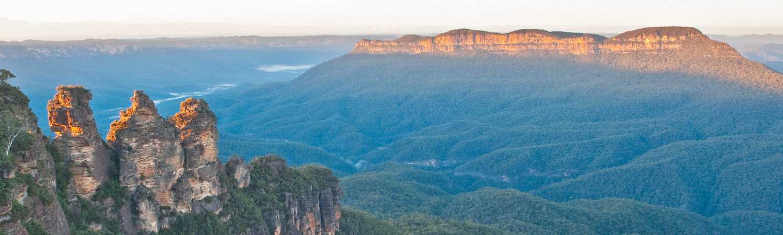 Warren-Hinder-Three-Sister-and-Mount-Solitary-Sunrise-Katoomba_.jpg