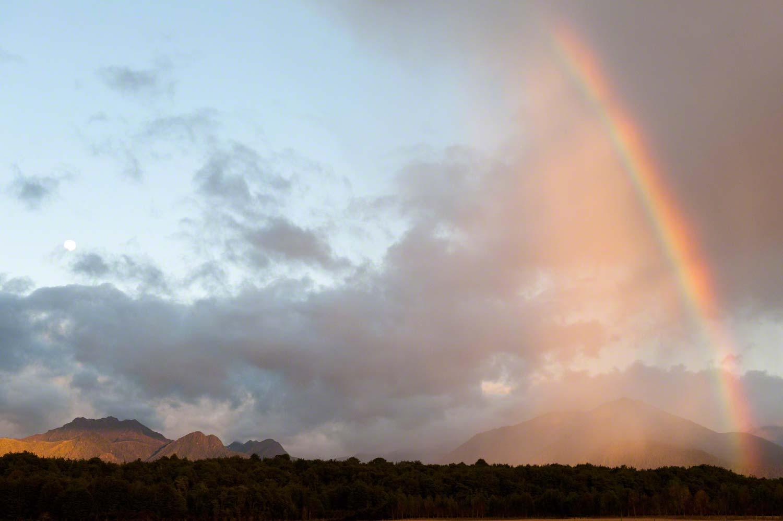 Warren-Hinder-Rainbow-Sunrise-with-Full-moon.jpg