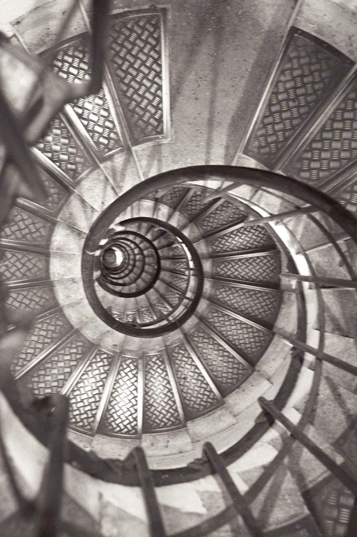 Warren-Hinder-LR-Arc-stair-case.jpg